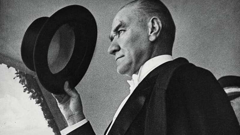 Bugün, Ulu Önder Mustafa Kemal Atatürk'ün aramızdan ayrılışının 82. yılı...