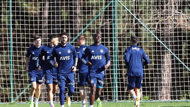 Fenerbahçe'ye müjdeli haber! Jose Sosa takımla çalıştı