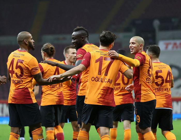 Galatasaray'dan savunmaya Maxime Leverbe hamlesi