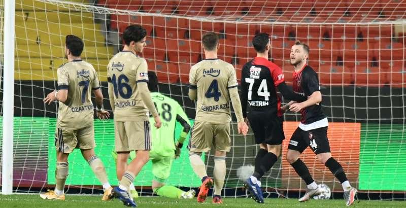 Fenerbahçe'nin düşüşü sürüyor: 3-1