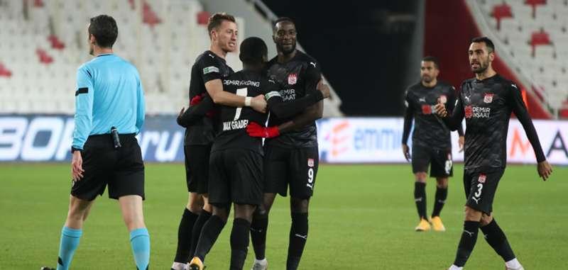 Sivasspor ilk iç saha galibiyetini aldı: 3-1