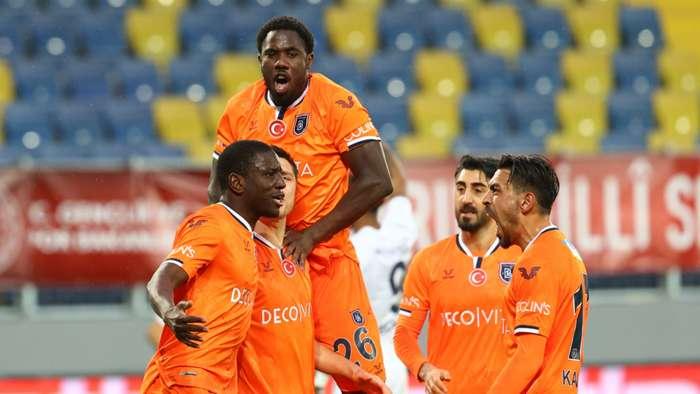 Ankaragücü 1-2 Başakşehir: Visca ve Demba Ba dümene geçti