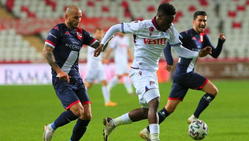 Antalyaspor 1-1 Trabzonspor: Trabzonspor 1 puanı son dakikada kurtardı