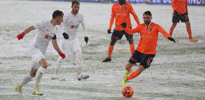 Başakşehir 1-1 Sivasspor: Kar savaşında kazanan yok