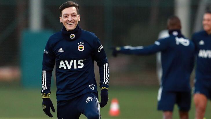 Fenerbahçe'de Mesut Özil imzayı attı