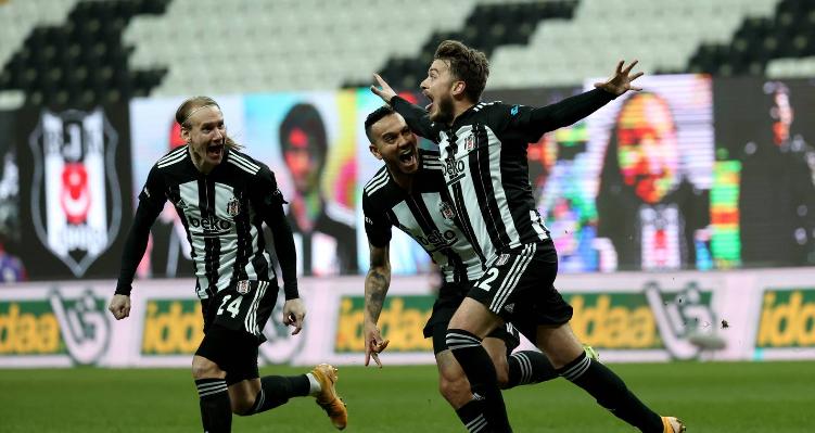 Beşiktaş, bugün oynayacağı Konyaspor maçını kazanarak zirvedeki rakipleri ile puanını eşitlemek istiyor. İşte siyah-beyazlı ekibe dair son gelişmeler...