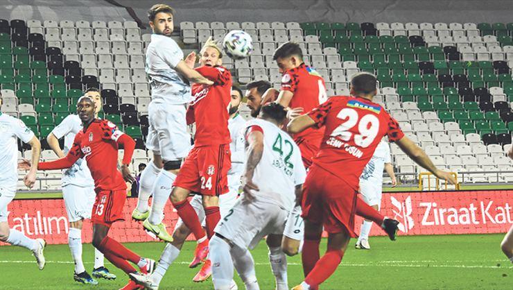 Beşiktaş'ta defansa Atiba geçecek