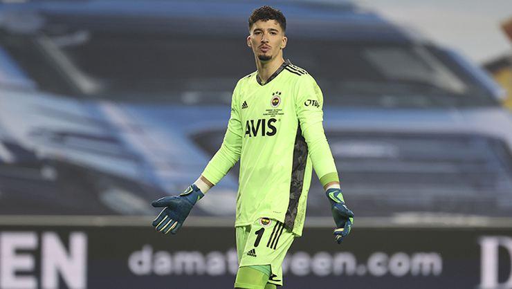 Ajax Fenerbahçeli Altay Bayındır'ı transfer etmek istiyor