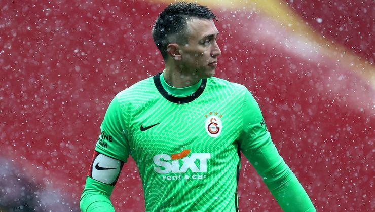Galatasaray haberi: Yeni sözleşmelerde tavan ücret Muslera olacak