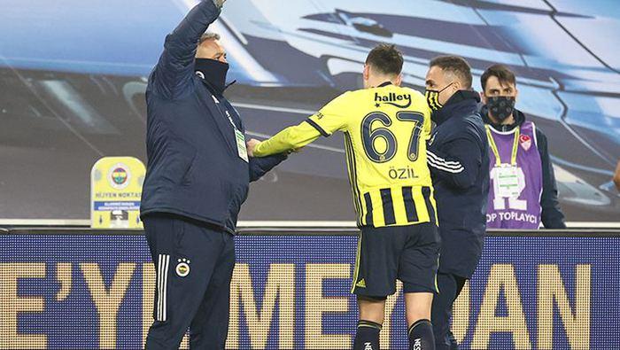 Fenerbahçe'de Mesut Özil ve Luiz Gustavo için sakatlık gerçeği