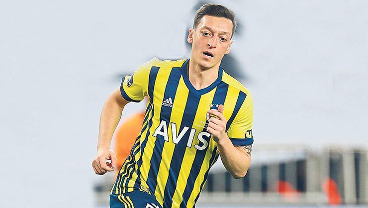 Fenerbahçe'de Mesut Özil sevinci