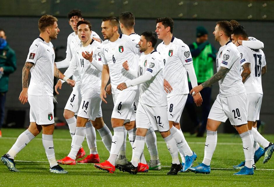 İtalya'da futbolculara aşılama başladı