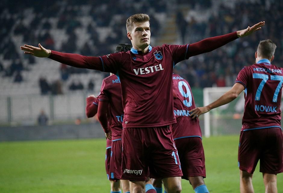 Sörloth'tan 'Trabzonspor'a gel' yorumlarına cevap!
