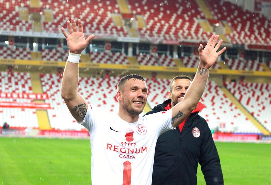 Lukas Podolski'nin yeni durağı Polonya oldu