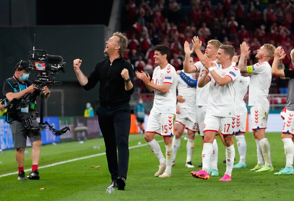 EURO 2020   Danimarka'nın kaybetmeyen gömleği yarı finalde