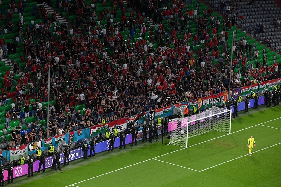 Macaristan'a 3 maç seyircisiz cezası
