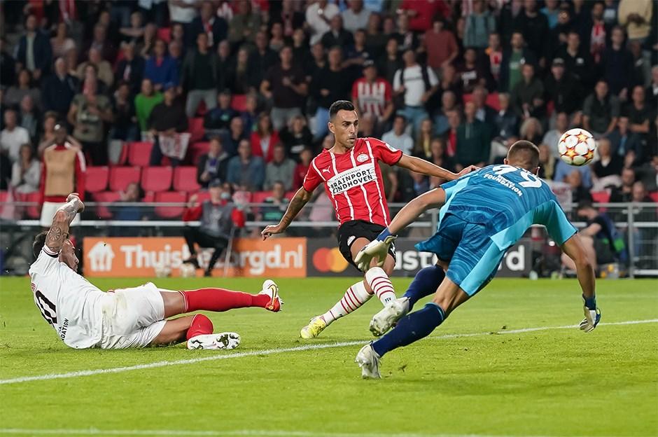 Benfica, PSV'yi saf dışı bıraktı