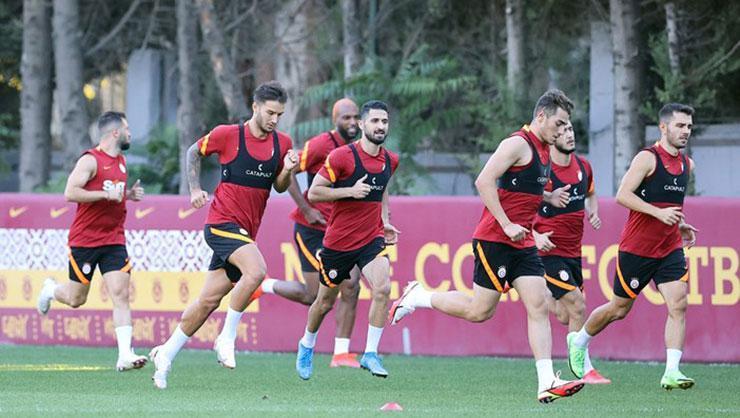 Galatasaray'da yaprak dökümü! Tam 16 futbolcu Florya'dan ayrıldı!